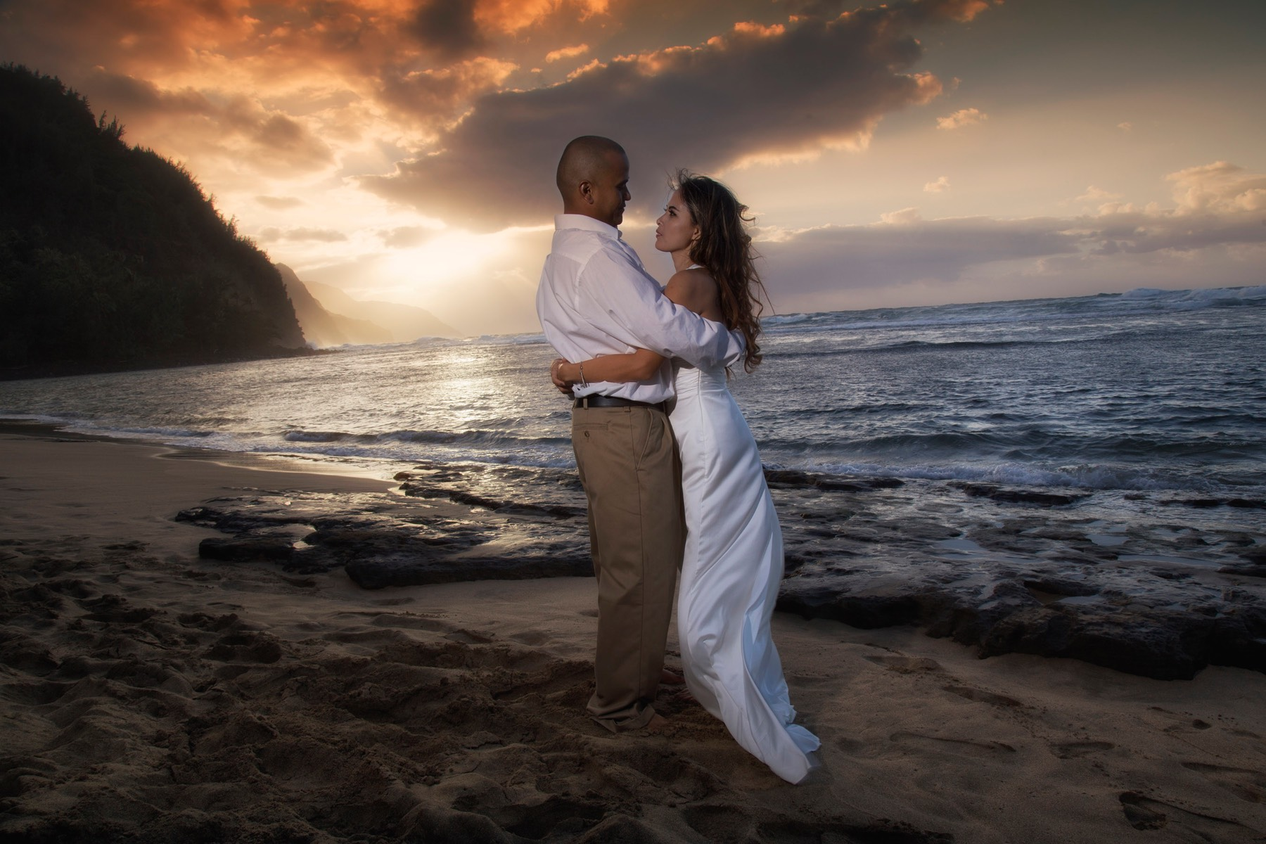 Kauai wedding videographer and photographer Difraser _MG_2266s, sunset shot at Ke'e beach Kauai, Canon 24-105 and 2 speed lights.