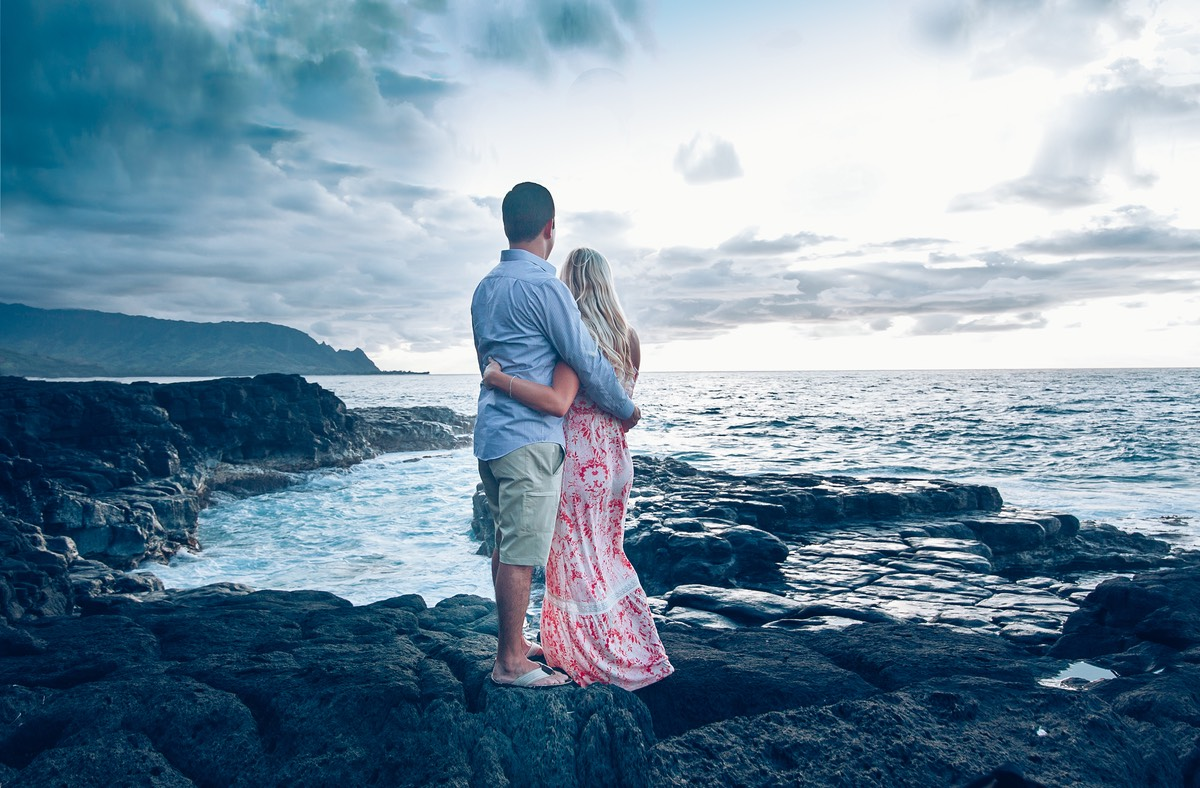 Engagement photo Queens Bath Kauai