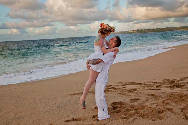 Lumahai Beach Kauai wedding photographed by Difraser 85