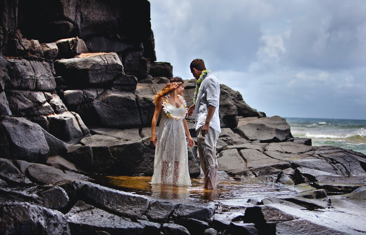 Trash-the-dress wedding photo Kauai