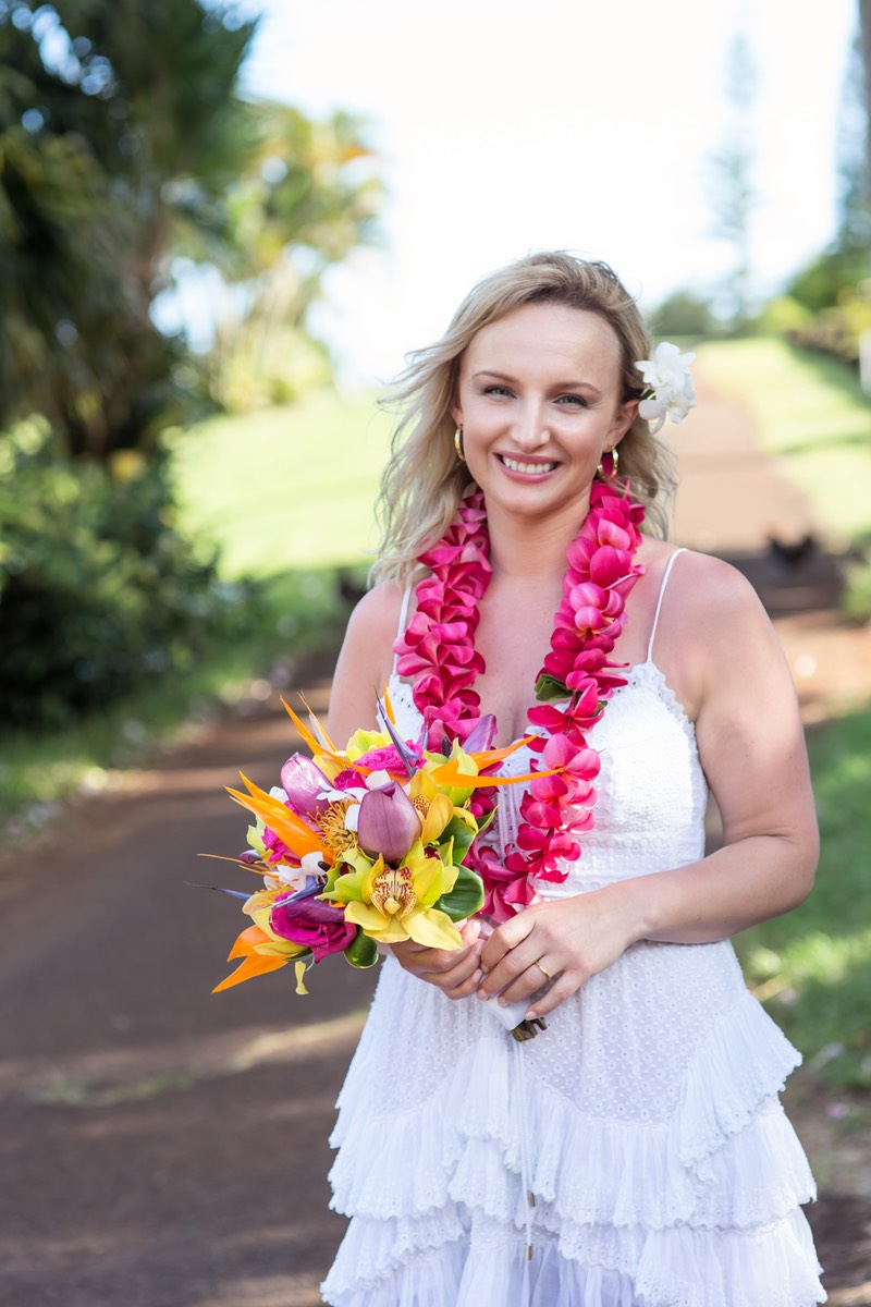 Smiling bride after Kauai wedding photographer Difraser.