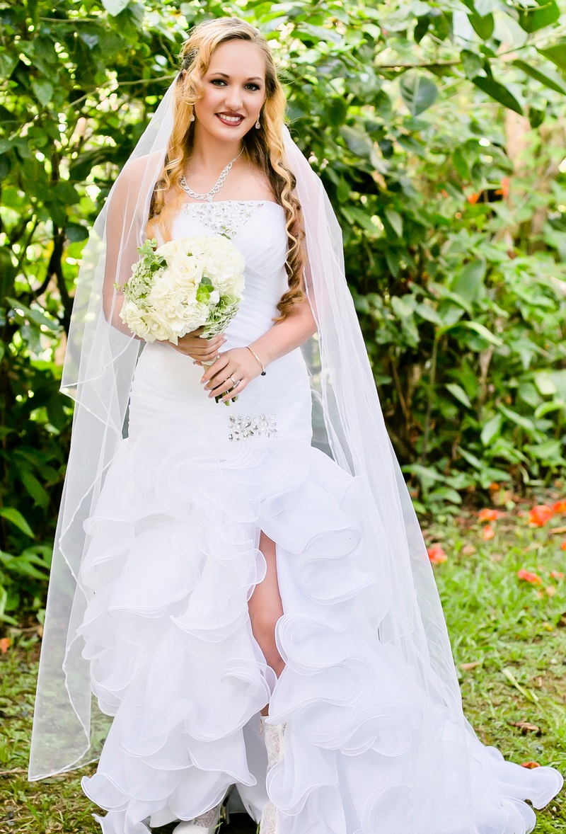 Lovely traditional bride at a Kauai wedding photographed by Difraser