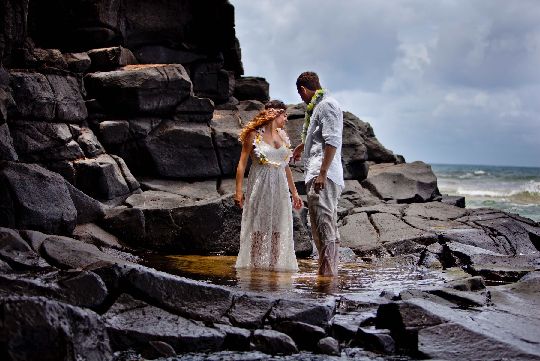 Kauai wedding videographer Difraser 35 - trash the dress photo shoot Kauai