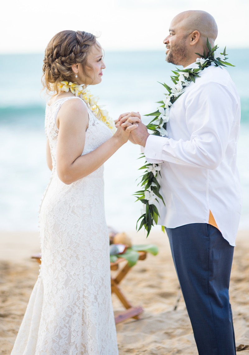 Orange and teal look. Kauai wedding on the beach. Photographer Difraser